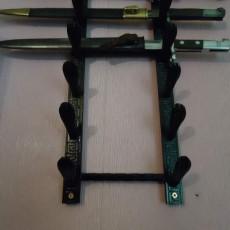 Подставки под коллекционные ножи,сабли,оружие 7 еденицы на стену